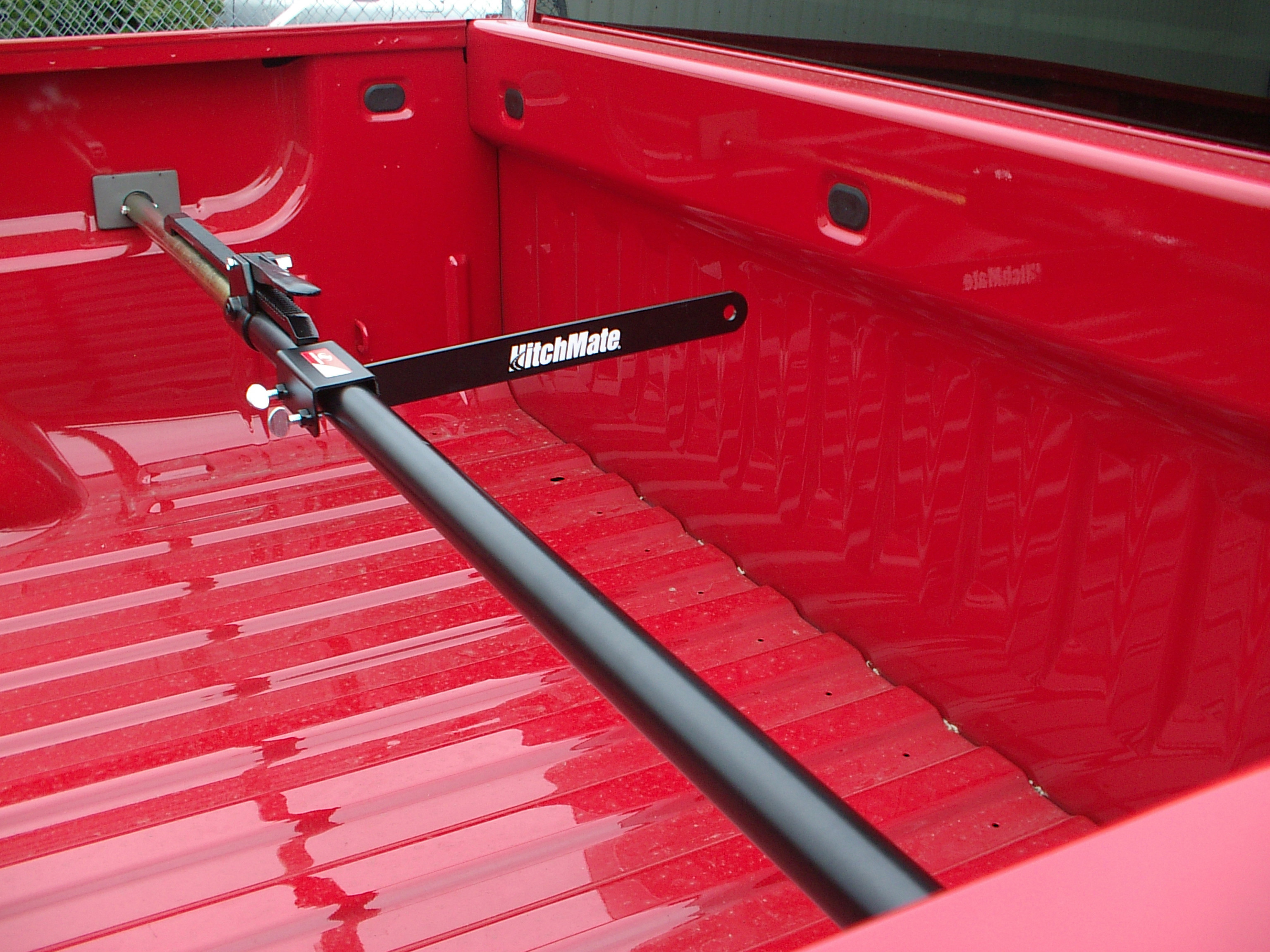 hitchmate cargo stabilizer bar with optional divider bar and cargo bag
